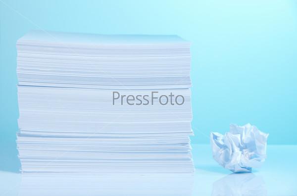 Фотография на тему Свежая и мятая бумага