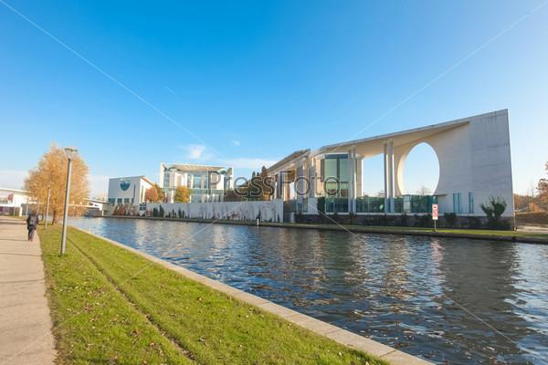 Река Шпрее и Ведомство федерального канцлера Германии