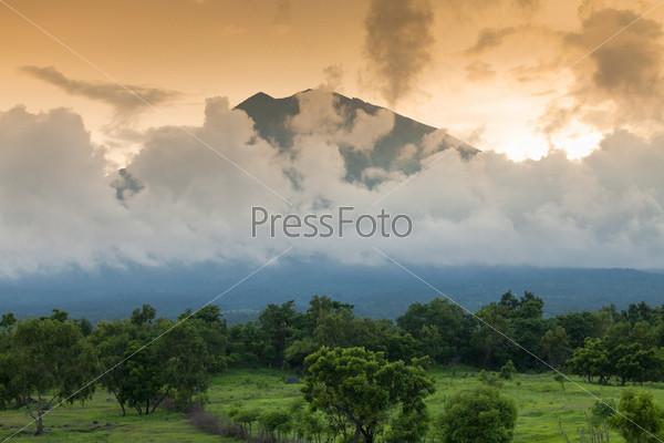 Вулкан Гунунг Агунг, Бали