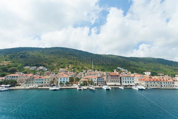 Городж Комижа на острове Вис в Хорватии в Адриатическом море