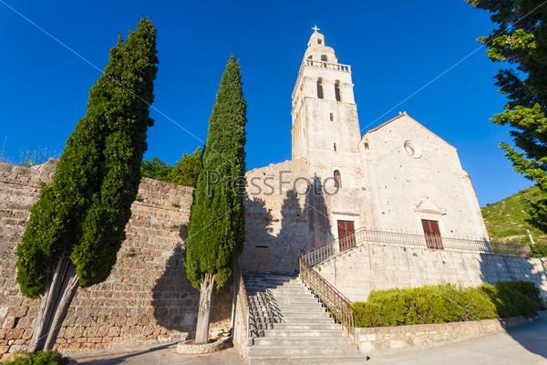 Фотография на тему Церковь Святого Николы в городе Комижа на острове Вис у хорватского побережья
