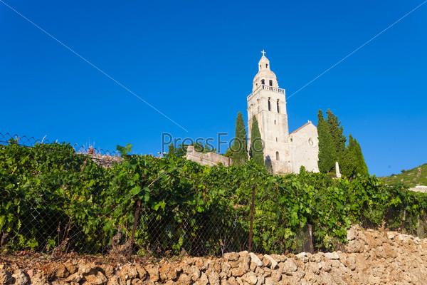 Церковь Святого Николы в городе Комижа на острове Вис у хорватского побережья
