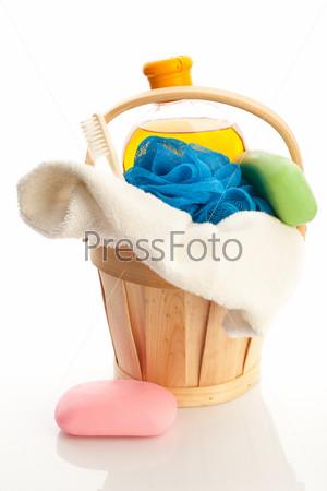 Фотография на тему Ведро с полотенцем, мылом, гелем для душа и мочалкой