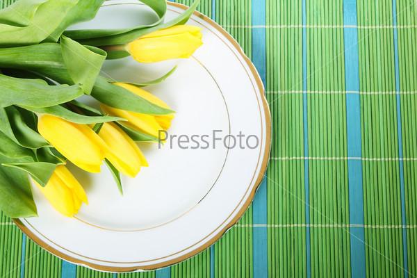 Фотография на тему Тюльпаны на тарелке