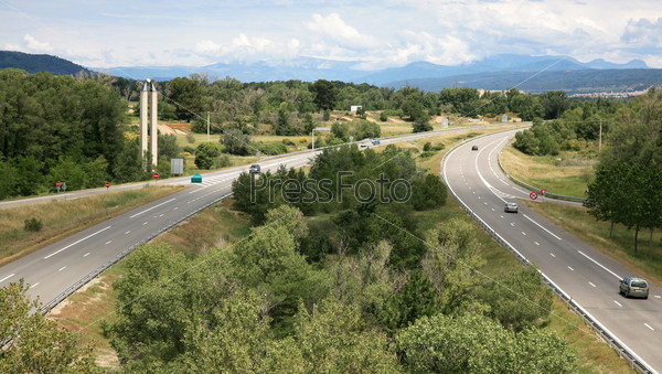 Фотография на тему Шоссе, облачное небо и горный пейзаж во Франции
