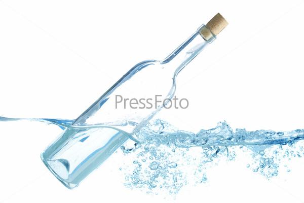 Бутылка в воде