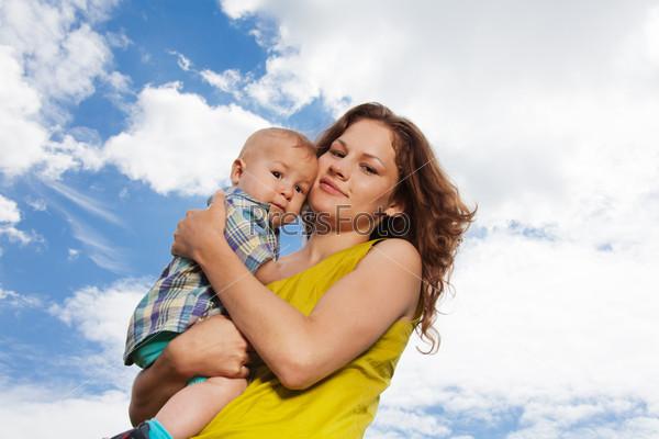Мать с сыном в парке