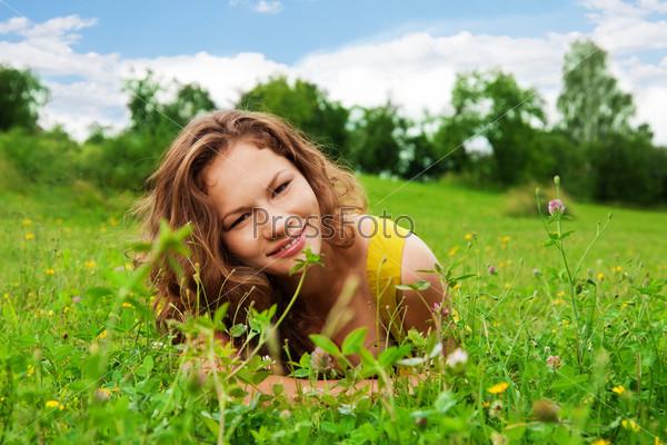 Фотография на тему Симпатичная девушка в парке