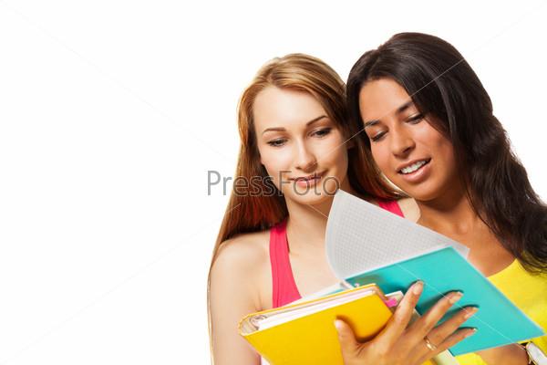 Две девушки с тетрадями
