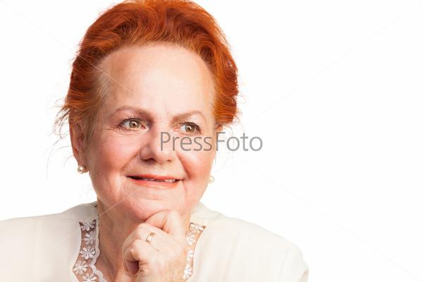Портрет улыбающейся пожилой женщины