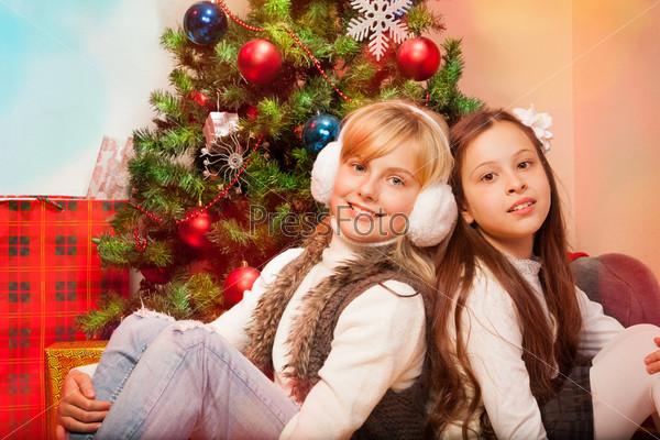 Фотография на тему Две сестры отмечают Рождество