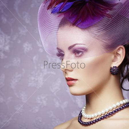 Портрет красивой женщины в стиле ретро
