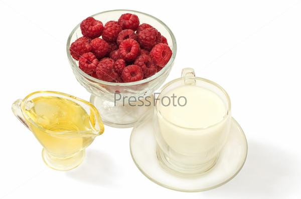 Малина, мед и молоко для лечения простуды