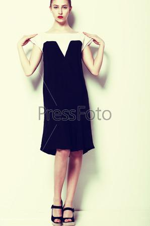 Фотография на тему Модная женщина в элегантном платье