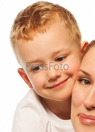 Фотография на тему Портрет крупным планом маленького мальчика с матерью