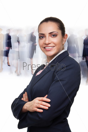 Деловая женщина на фоне толпы