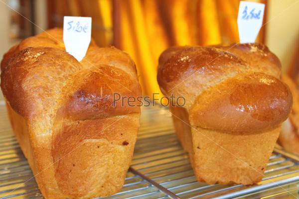 Хлеб на прилавке в магазине. Франция