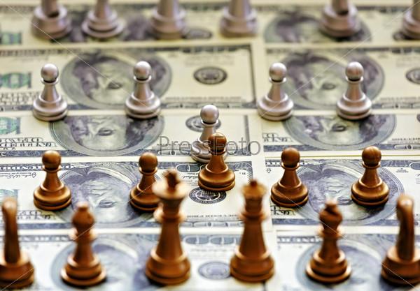 Фотография на тему Шахматы стоят на долларовых купюрах