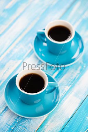 Две чашки черного кофе, вид сверху