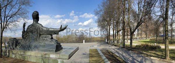Фотография на тему Памятник в парке