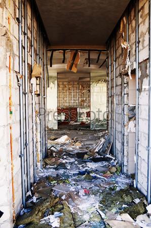 Разрушенная комната