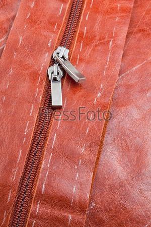 Молния на кожаной куртке