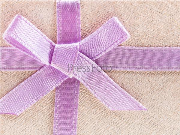 Подарочная коробка с розовым бантом