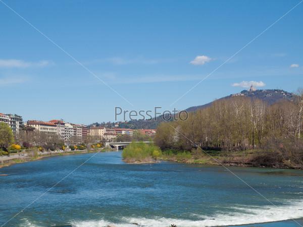 Река в Турине, Италия