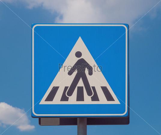 Фотография на тему Знак зебры на пешеходном перекрестке