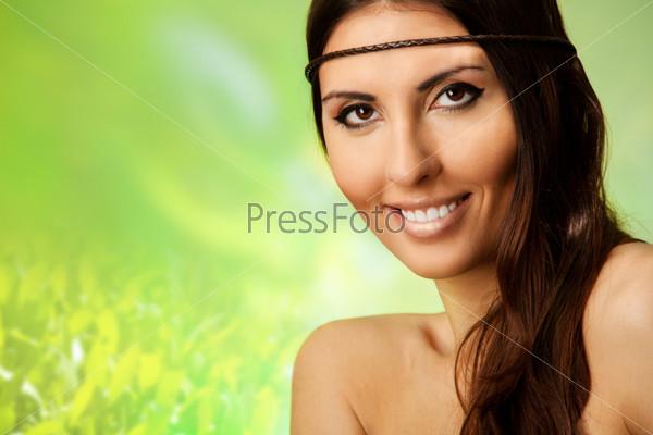 Фотография на тему Улыбающаяся женщина