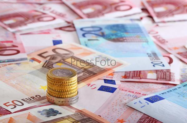 Много евро в качестве фона