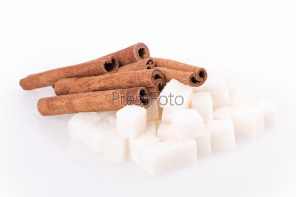 Кубики сахара и корица