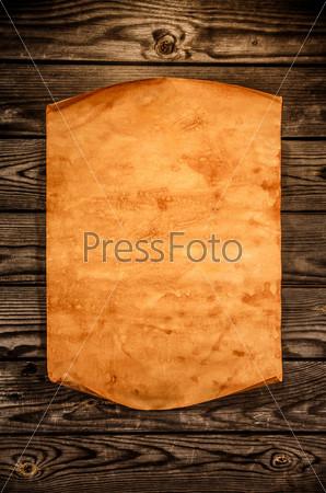 Фотография на тему Лист старой бумаги на фоне старой древесины