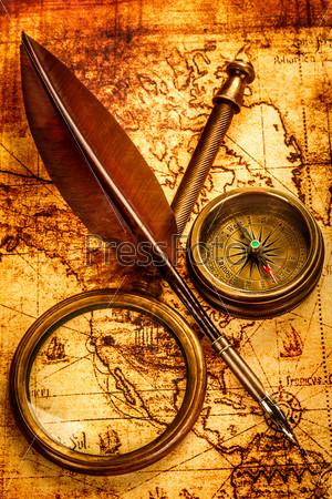 Винтажные элементы на древней карте