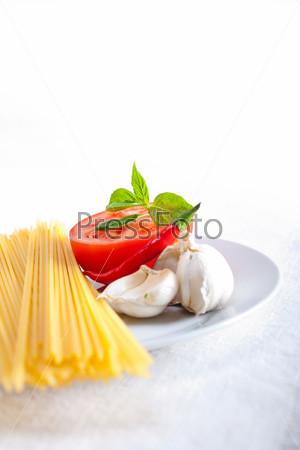 Итальянские спагетти с томатами