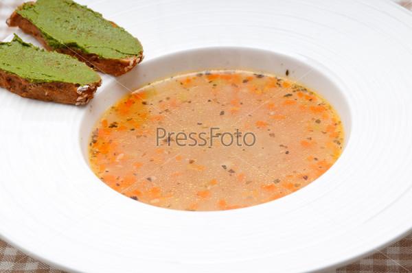 Фотография на тему Итальянский суп минестроне с песто кростини
