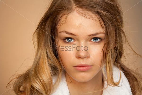 Портрет молодой девушки