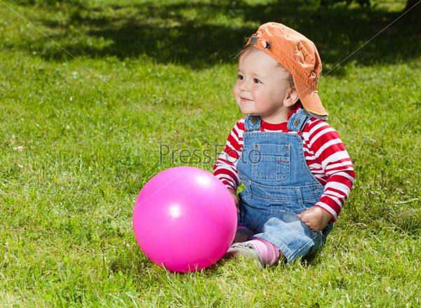Малыш в саду