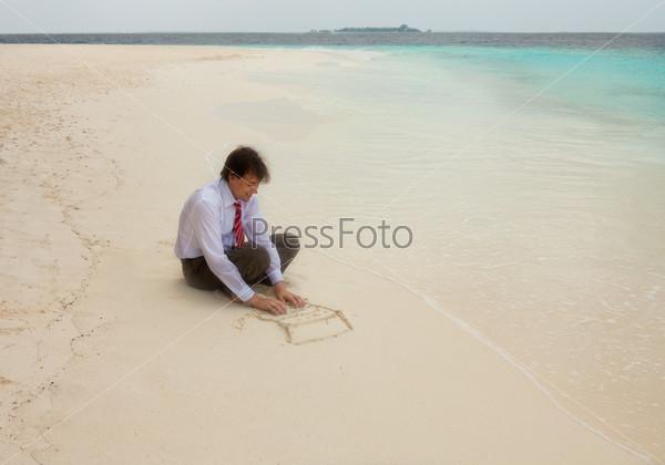 Бизнесмен на песчаном пляже