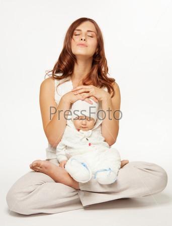 Фотография на тему Мама, играющая с ребенком