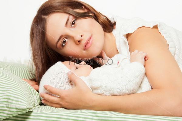 Мама, играющая с ребенком