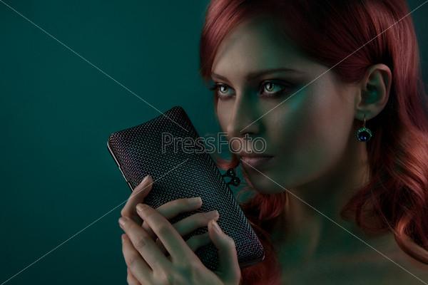 Красивый портрет с портмоне
