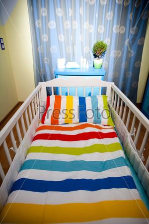Детская комната и детская кроватка