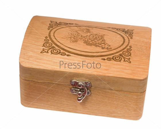 Антикварная деревянная шкатулка, изолированная