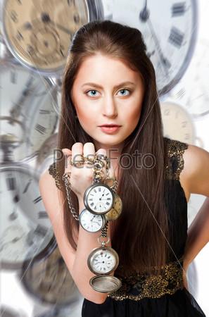 Женщина с карманными часами