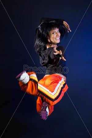 Прыгающая танцовщица