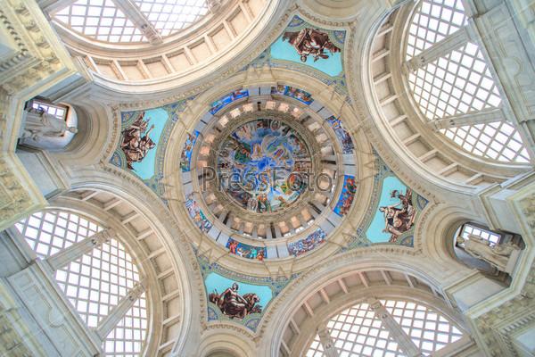 Потолок Национального музея искусства Каталонии, Барселона, Испания