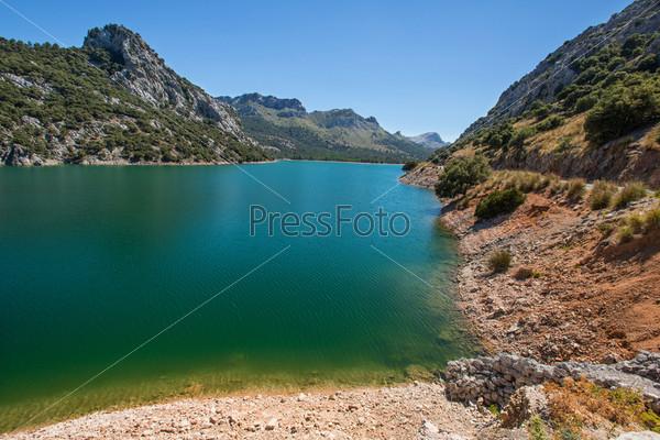 Горное озеро на Майорке, Балеарские острова, Испания