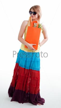 Счастливая женщина с покупками