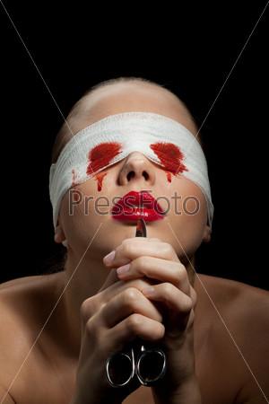 Слепая болезненная женщина